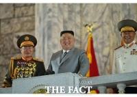 北 김정은, 당창건 기념 집단체조 관람·열병식 참가자와 기념사진
