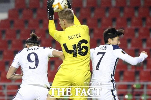 토트넘 손흥민이 30일 2020~21 UEFA 유로파리그 J조 2차전 앤트워프와 경기에서 0-1로 뒤지던 후반 교체멤버로 출전했으나 패배를 막지 못 했다./앤트워프(벨기에)=AP.뉴시스