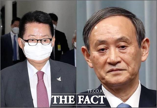 박지원 국가정보원장이 스가 요시히데 총리와 회동해 최악이었던 한일관계의 돌파구를 마련될지 관심이 커지고 있다. /AP.뉴시스