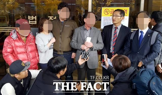 2016년 11월17일 약촌오거리 살인사건에 대한 재심에서 16년만에 피고인에게 무죄가 선고된 가운데 박준영 변호사가 기자회견을 하고 있다. /뉴시스