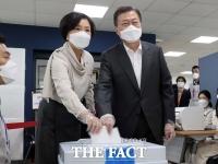 文대통령 내외, 사전투표 첫날 '서울시장 보궐선거' 투표