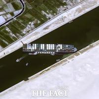 '수에즈 운하 정상화 선언'…세계 경제에 여파 남긴 에버기븐호 좌초 [TF사진관]