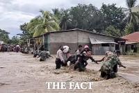 '인도네시아 집중 호우로 100여 명의 사상자 발생' [TF사진관]