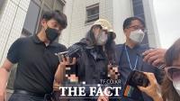'아이들 급식에 이물질' 유치원 교사 구속송치