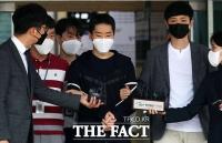 '남성 1300명 불법촬영' 김영준…마스크는 안 벗었다(영상)