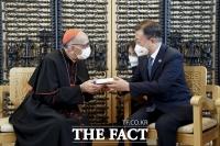 文대통령 '스페인서 접한 한국 가톨릭 발자취 가슴 벅차'