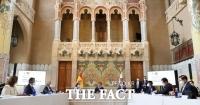 문 대통령 '한·스페인이 관광산업의 지속가능한 미래 열어가길 기대'