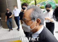 [속보] '여직원 강제추행' 오거돈 징역 3년 '법정구속'…법원