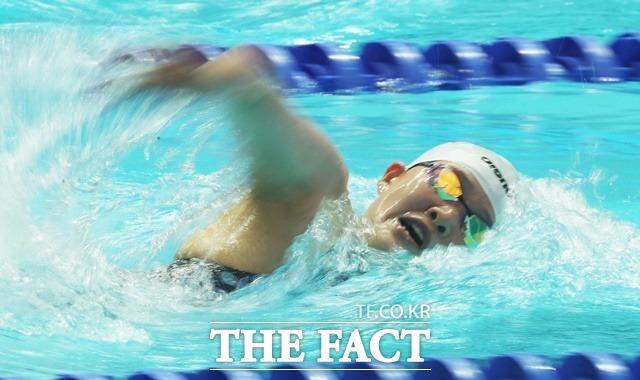 수영 국가대표 한다경은 2020 도쿄올림픽 여자 1500m 자유형 예선에서 탈락했다. 사진은 2019 광주세계수영선수권대회에 참여한 한다경 선수 모습. /뉴시스