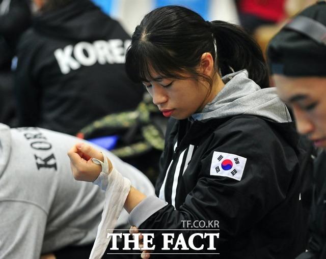 복싱 국가대표 임애지가 26일 2020 도쿄올림픽 페더급 16강전에서 패했다. 사진은 도쿄올림픽 복싱 지역 예선에 참가한 임애지 선수. /뉴시스