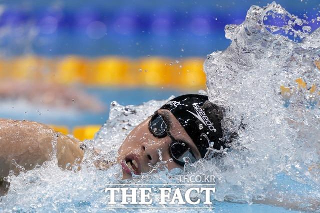 26일 일본 도쿄에서 열린 2020 도쿄 올림픽 한국 국가대표 황선우가 전체 6위로 결승에 진출했다. 사진은 25일 일본 도쿄에서 열린 2020 도쿄 올림픽 한국 국가대표 황선우가 남자 자유형 200m 경기를 치르고 있다. /도쿄=뉴시스