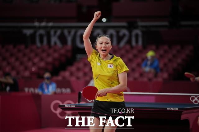 전지희가 8강전에서 일본 에이스 이토 미마를 넘지 못하고 탈락했다. 지난 27일 탁구 여자단식 3라운드(16강전)에서 유안 지아난(95위·프랑스)과 경기하는 전지희. /뉴시스
