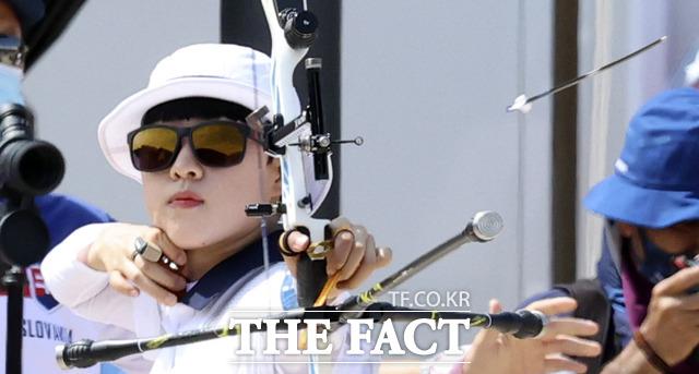 여자양궁 대표팀 안산이 개인전 16강에 안착하며 사상 첫 올림픽 3관왕 도전을 이어나가고 있다. /도쿄=뉴시스