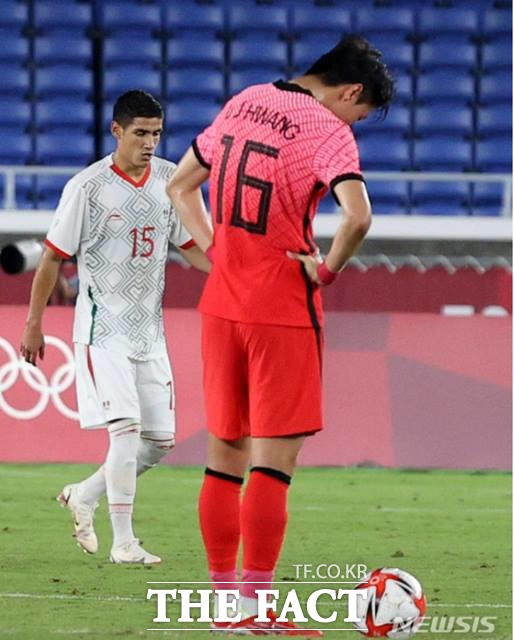 침통한 황의조. 한국은 31일 멕시코와 8강전에서 3-6으로 지며 4강진출에 실패했다./요코하마=뉴시스