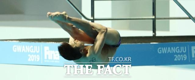 우하람이 2일 일본 도쿄 아쿠아틱스 센터 다이빙 경기장에서 열린 2020 도쿄올림픽 다이빙 3m 스프링보드 예선에서 준결선에 진출했다. 사진은 2019 광주세계수영선수권 대회에서 연기 중인 우하람. /도쿄=뉴시스