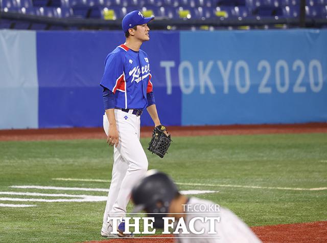 3회말 일본에 점수를 내준 후 아쉬워하는 선발 고영표. /요코하마=뉴시스