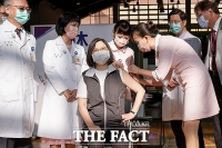 대만, 자체 개발 백신 승인...차이잉원 총통 1호 접종 [TF사진관]