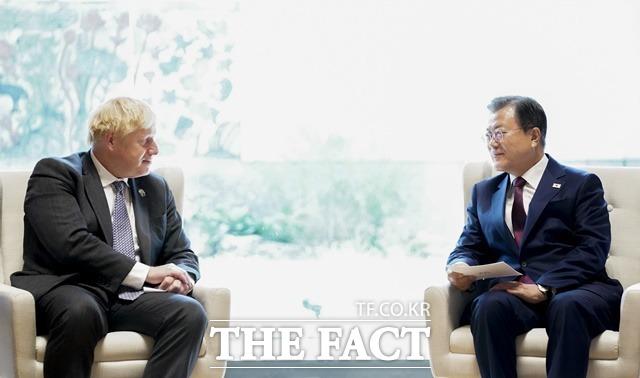 문재인 대통령이 20일(현지시간) 미국 뉴욕 주유엔대표부 양자회담장에서 열린 보리스 존슨 영국 총리와의 한·영 정상회담에서 발언하고 있다. /뉴시스