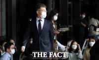 '화천대유' 김만배 14시간 마라톤 조사…의혹 전면 부인
