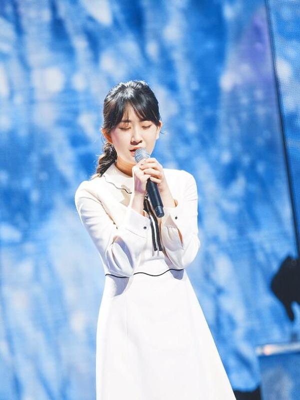 지난 6일 트로트가수 전유진의 팬클럽이 유니세프한국위원회를 통해 기부금 100만원을 전달하며 따뜻한 나눔의 손길을 전했다. /TV조선